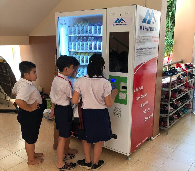Mô-hình-hoạt-động-của-máy-bán-hàng-trong-trường-học