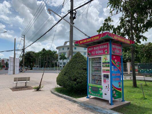 máy bán hàng tự động tại nơi công cộng rất văn minh