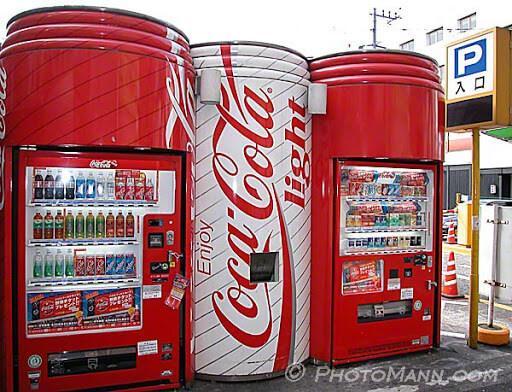 máy bán nước giải khát của coca rất đẹp