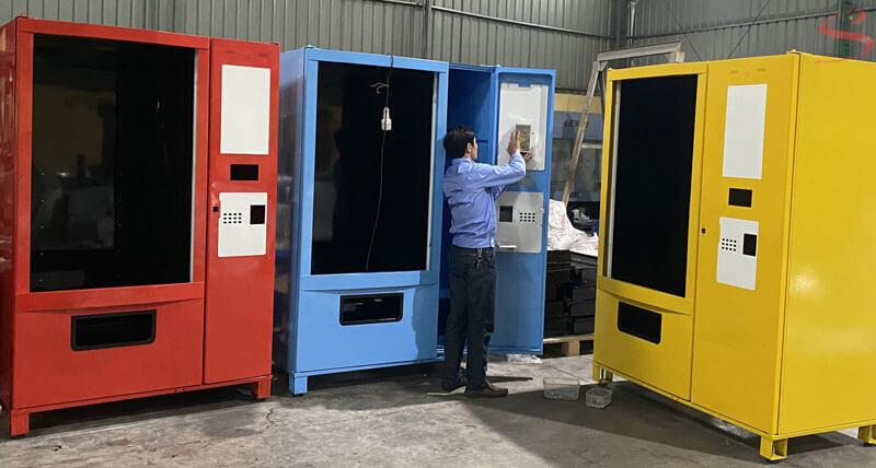Hoàn thiện máy bán hàng tự động tại xưởng