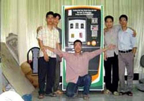 SV bách khoa giành giải với máy bán hàng tự động trong 1 cuộc thi