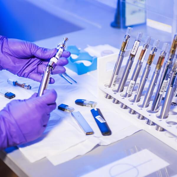 diagnostic lab hand holding tools ⭐⭐⭐⭐⭐ Nhà cung cấp máy Bán Hàng Tự Động, TSE Máy bán nước tự động Số 1