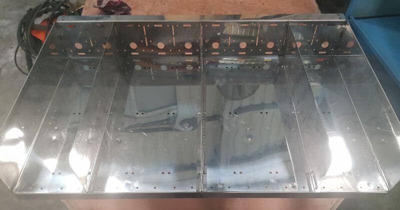 Mâm chứa đồ và vách ngăn hoàn toàn bằng inoxMâm chứa đồ và vách ngăn hoàn toàn bằng inox