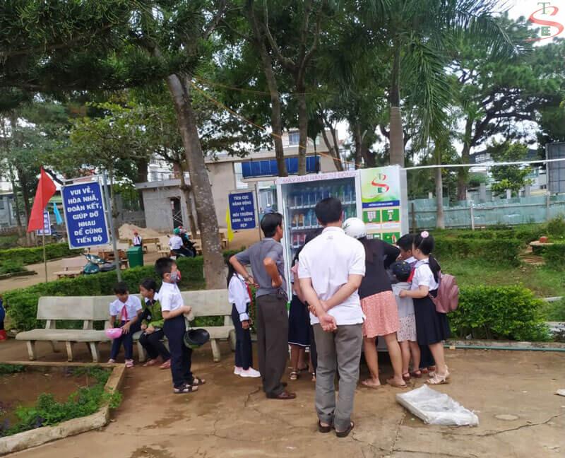 Kinh doanh máy bán nước tự động tại trường học